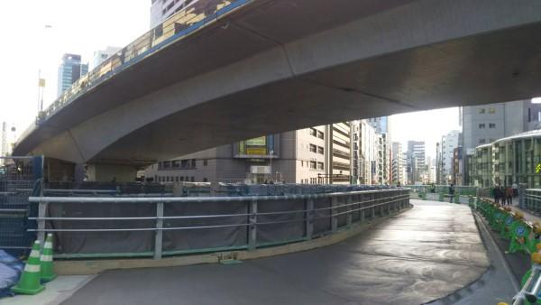 東口 歩道橋1